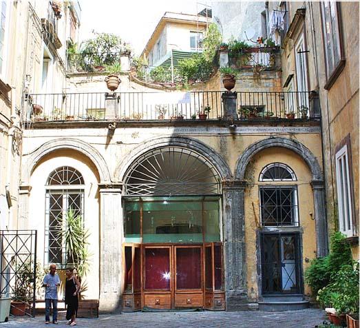 Facciata Palazzo Venezia Napoli