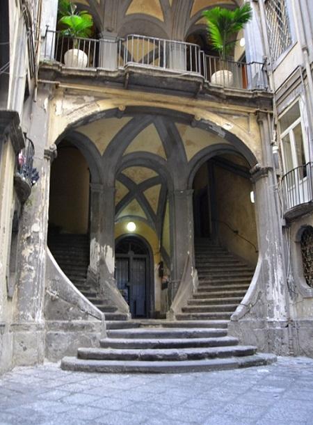 scalinata-palazzo-mastelloni