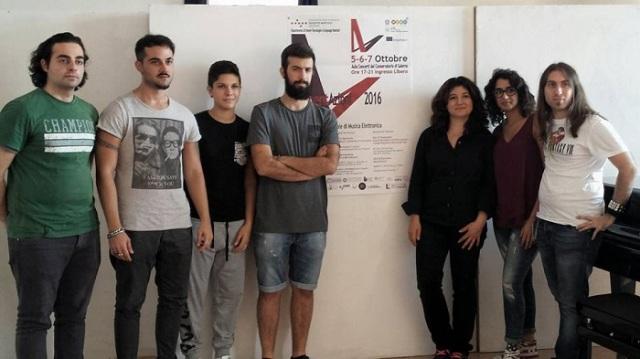 Il maestro Silvia Lanzalone e i suoi allievi di musica elettronica